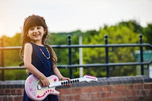girl guitar link between creativity and happines
