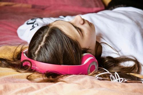 girl headphone relaxation techniques for health