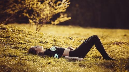 girl on the grass relaxation techniques for health